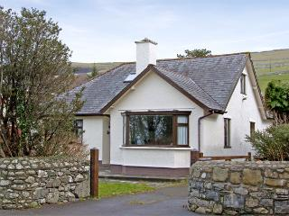 BRYNTEG, family friendly, with a garden in Llwyngwril, Ref 3934