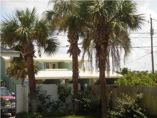 Ocean Oasis 3 Bedroom House beach@front door+WiFi, Panama City Beach