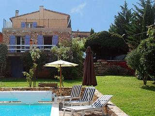 Restored stone house in peaceful Luberon hamlet 5 minutes from Roussillon