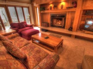 Keystone: ski in ski out, 2 bd/2bth and private hot tub. 2721 Chateaux DMont