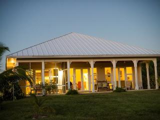 Hideaway Bahamas Villa, privately secluded and sec, Freeport