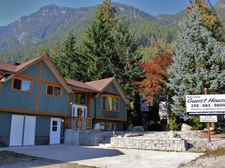Base Camp Guest House & Cabins (WHOLE HOUSE) Sleeps 16+