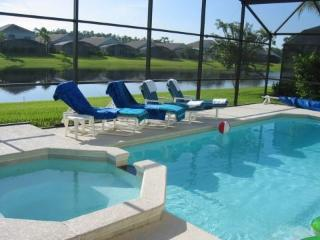 Luxury Villa with own pool, stunning Lake view. Gated secure Resort near Disney