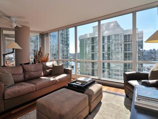 Downtown 2 Bedroom Condo in Trendy Yaletown with Water Views, Vancouver