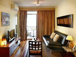 Luxury Recoleta Location - Balcony with Nice Views, Buenos Aires