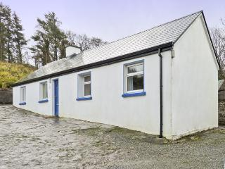 CNOCMOR COTTAGE, pet friendly, with a garden in Mulranny, County Mayo, Ref 4462