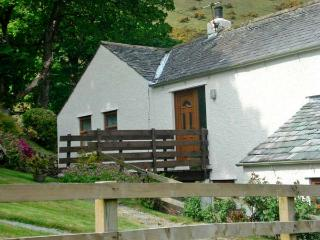 OAKS APARTMENT, KESKADALE FARM, family friendly, country holiday cottage, with a garden in Newlands Valley, Ref 4451, Keswick