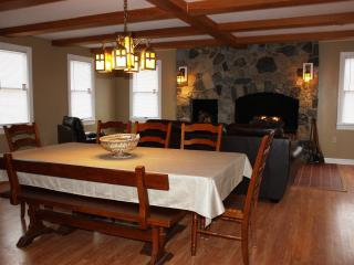 Adventure Inn - Historic Home with Hot Tub, close, Harpers Ferry