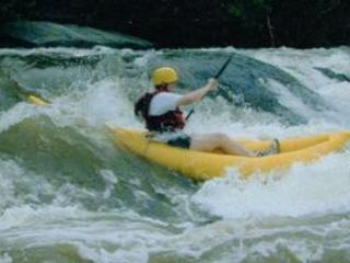 Inflatable kayak trip in Bull Falls on the Shenandoah River with River Riders