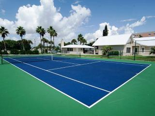 GOLDEN SANDS® EMERALD Beachfront Tennis Court Pool, Melbourne Beach
