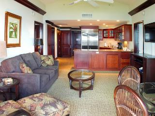 Waipouli #A404: Luxurious 2 bdr/3 bath Penthouse Suite - Direct Ocean Views, Kapaa