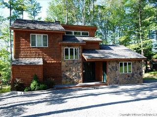 Glendalough - Walk to ski slopes, tennis courts, pond and horseback riding.