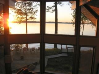 Sunset Beach House HDTV-Wifi 225' Private Beach!, Traverse City