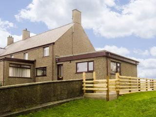 FFORDD DEG DDU, family friendly, country holiday cottage, with a garden in Beaumaris, Ref 4442