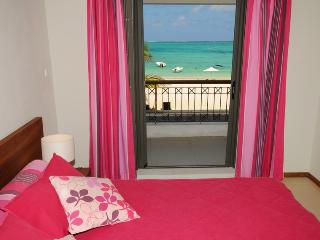 Seaview from bedroom cozy beach