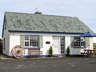 OLD FORGE, family friendly, with a garden in Cleggan, County Galway, Ref 4489