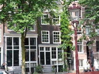 Amsterdam Canal Apartment