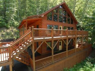 HUGE LUXURY CABIN - HOT TUB - WATERFALL - CLEAN - STELLAR REVIEWS !!! - CNW IV, Maggie Valley