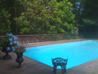 Beautiful East Hampton Home / Heated Pool / Luxury Sheets and Towels