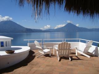 5 Bedroom Villa - Amazing Volcano and Lake Views!!, Santa Catarina Palopo