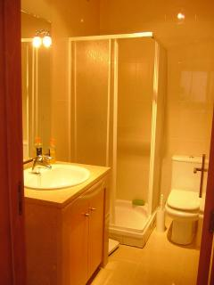 shared bathroom 1