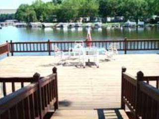 2 Level Condo w/ Access to Water, Deck, BoatLift, Monticello