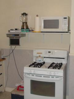 Gas stove/oven, microwave, undercounter tv/dvd