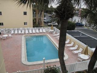 Large pool, heated in WInter