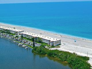 Beachfront - 1BR Condo - Free Boat Docks, Siesta Key