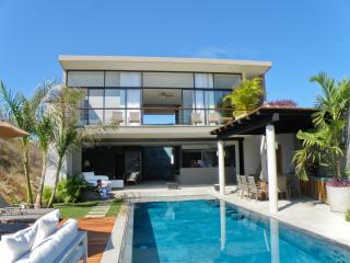 Villa Vidu, Contemporary Luxury on the Beach 3+3, Huatulco