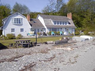 3 bedroom No Bank Waterfront - Pet Friendly Home, Lummi Island