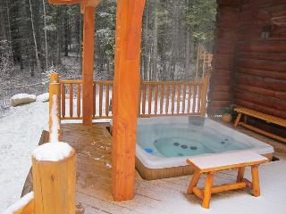 private, outdoor, 7-person hot tub with views of the mountains. Get a great foot or back massage!