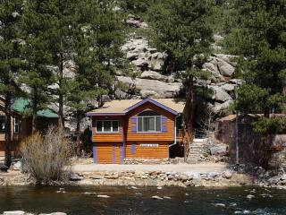 BEAR PAW CABIN on the RIVER, Estes Park