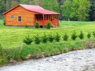 New Luxury Riverfront Cabin!!!, Hot Springs