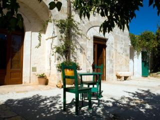 Great villa- Jacuzzi in the garden -High Speed Wi-FI - Walking distance to Town