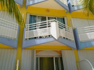Charming Studio right on the beach in Marigot