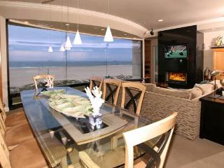 Beachfront 5 Bedroom Southern California Home