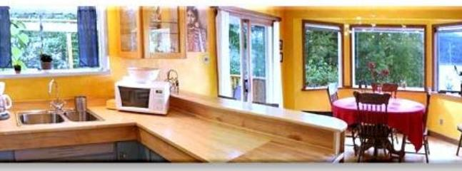 Kitchen, dinningroom with lakeview
