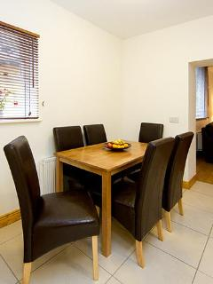 Dining Area for up to 6 people,