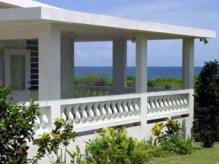 Tranquility By The Sea / We are near the beach!!, Isla de Vieques