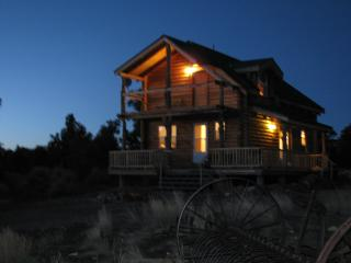 2 Bedroom Log Cabin with Spectacular Views, Moab