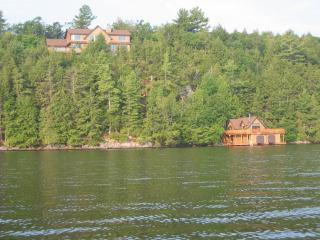 Luxury Cottage/ Boathouse Skeleton Lake Muskoka, Muskoka District