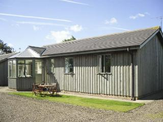 MARY ROSE COTTAGE, family friendly, country holiday cottage, with a garden in Wa