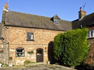CHURCH FARM COTTAGE, pet friendly, character holiday cottage, with a garden in Edlaston, Ref 4478