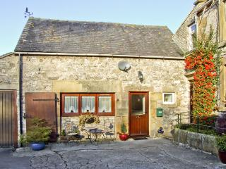 OXDALES COTTAGE, family friendly, country holiday cottage, with a garden in Alsop Moor, Ref 4474