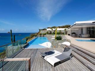 Full ocean view with sun all day- 2 separate buildings comprise this villa. WV ROX, Gustavia