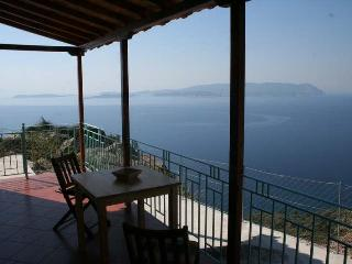 Clifftop Cottage, fabulous views Skopelos island
