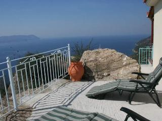 Clifftop Cottage, fabulous views of Skopelos island