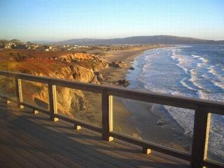 'Sea Glass' Stunning Bluff Home,Walk to Beach! Hot Tub! 4 min walk to Beach!, Dillon Beach