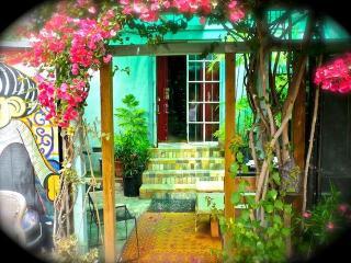 San Juan Venice Retreat steps from Abbot Kinney, Los Angeles
